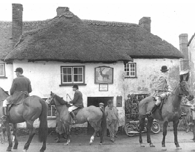 Tiverton Foxhounds outside The Stag, 1954